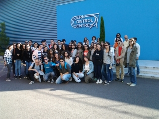 Έξω από το CERN CONTROL CENTER